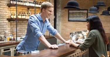 How to Become a Freelance Bartender