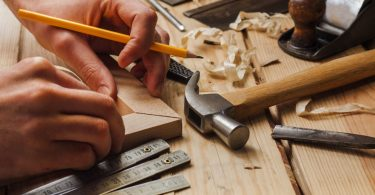 How to Become a Freelance Carpenter