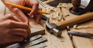 How to Become a Freelance Carpenter