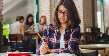 9 Interesting Freelance Jobs For College Graduates Students