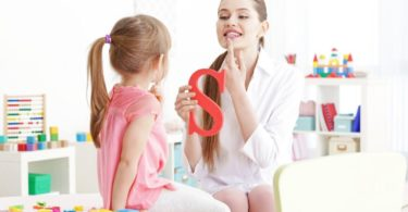 how to become a speech therapist