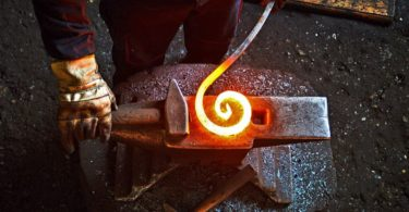 how to become a blacksmith