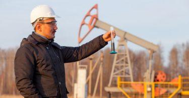 how to become a petrolium engineer