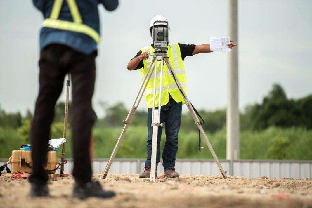 how to become a surveyor