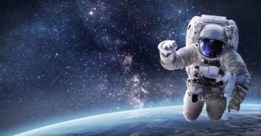 how to become an astronaut