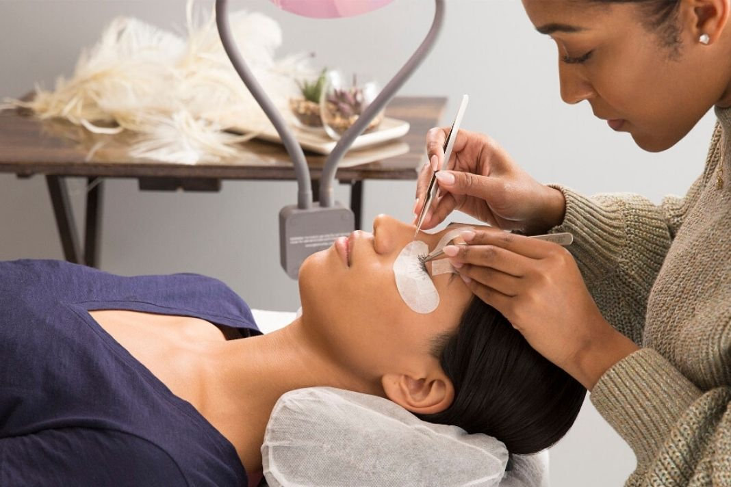 what does an esthetician earn