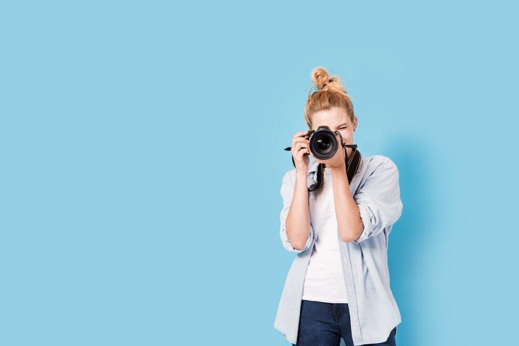 how much do wedding photographers earn